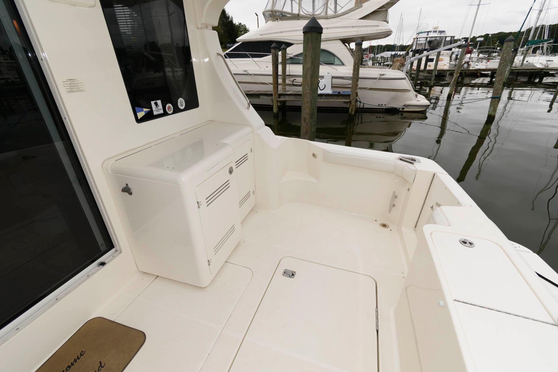 M 6595 VR Knot 10 Yacht Sales