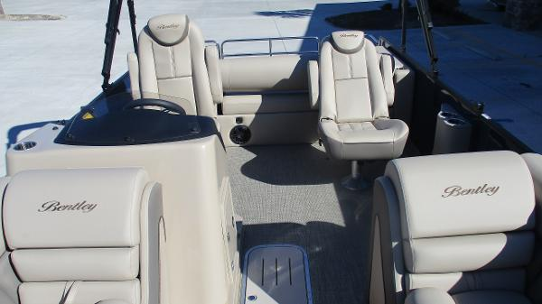 2021 Bentley boat for sale, model of the boat is Elite 223 Swingback (Full Tube) & Image # 10 of 57