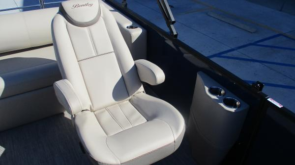 2021 Bentley boat for sale, model of the boat is Elite 223 Swingback (Full Tube) & Image # 22 of 57