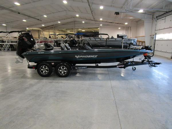 2021 Phoenix boat for sale, model of the boat is 721 ProXP & Image # 1 of 27