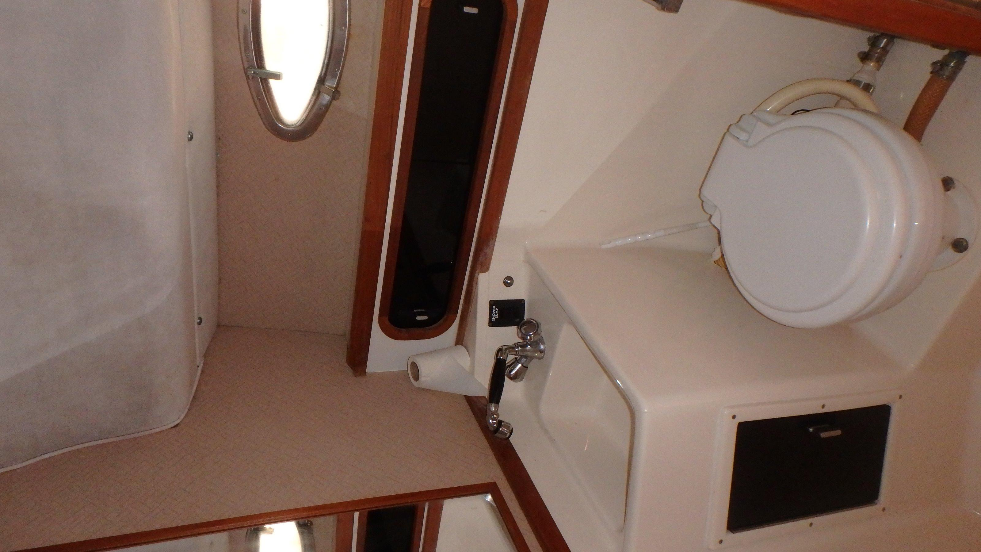 Tiara Yachts 3100 Tower - Photo: #17