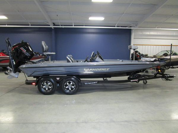 2021 Phoenix boat for sale, model of the boat is 721 ProXP & Image # 6 of 54