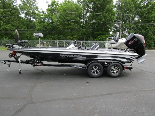 2021 Phoenix boat for sale, model of the boat is 721 ProXP & Image # 8 of 48