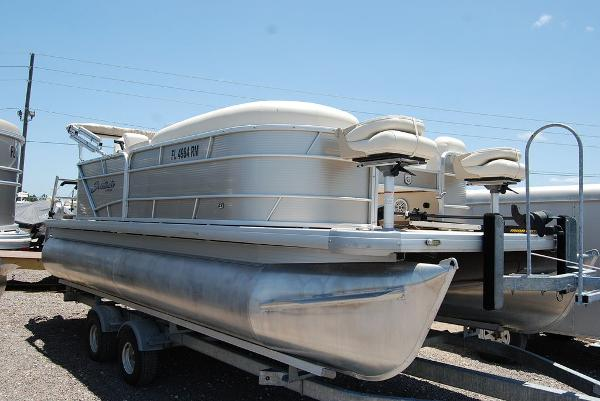 2018 Sweetwater boat for sale, model of the boat is SW 2086F & Image # 3 of 9