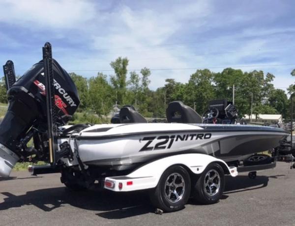 2018 Nitro boat for sale, model of the boat is Z21 & Image # 3 of 14