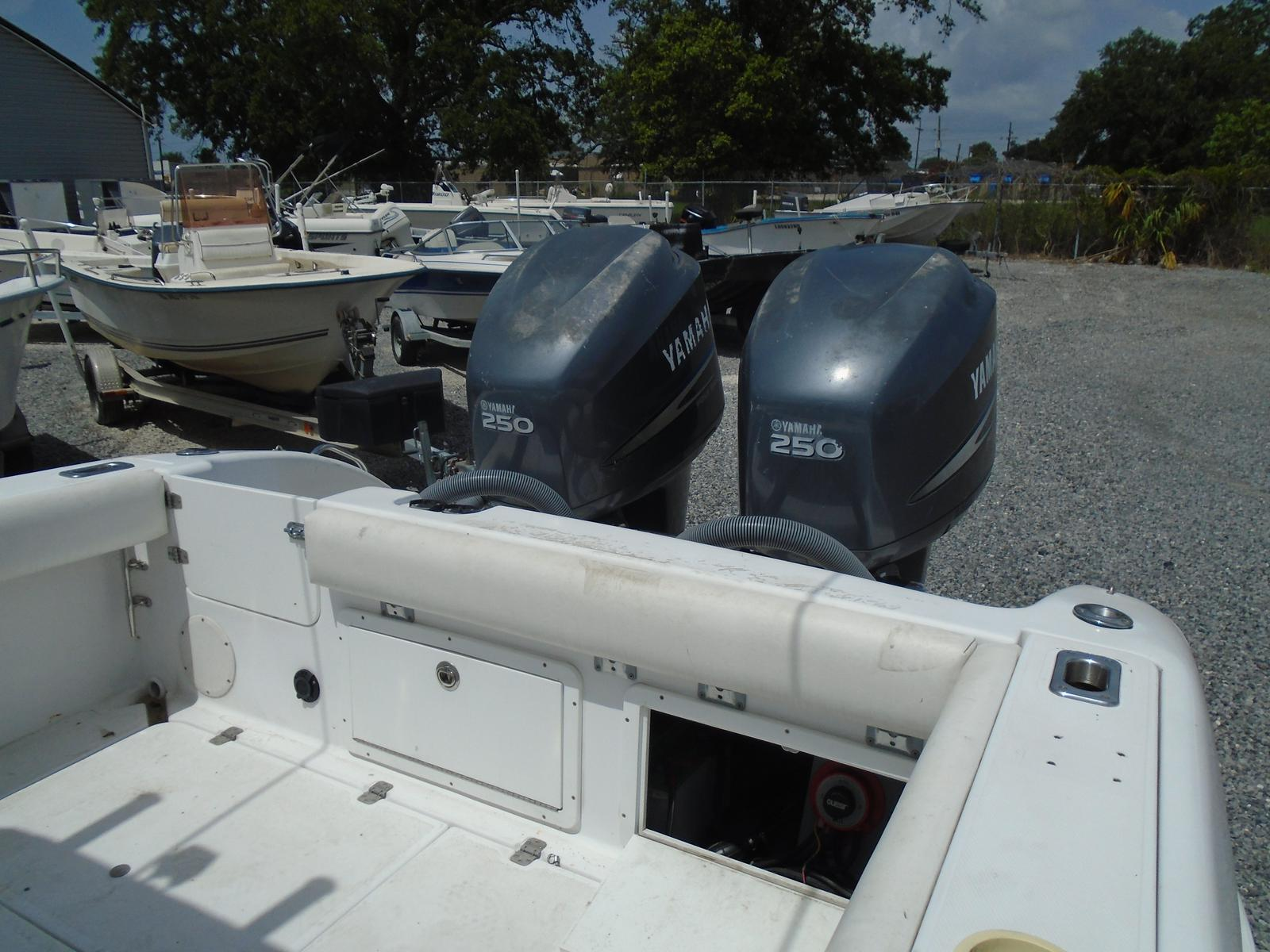 1999 Pro-Line boat for sale, model of the boat is 3000 Sport Cuddy & Image # 2 of 13