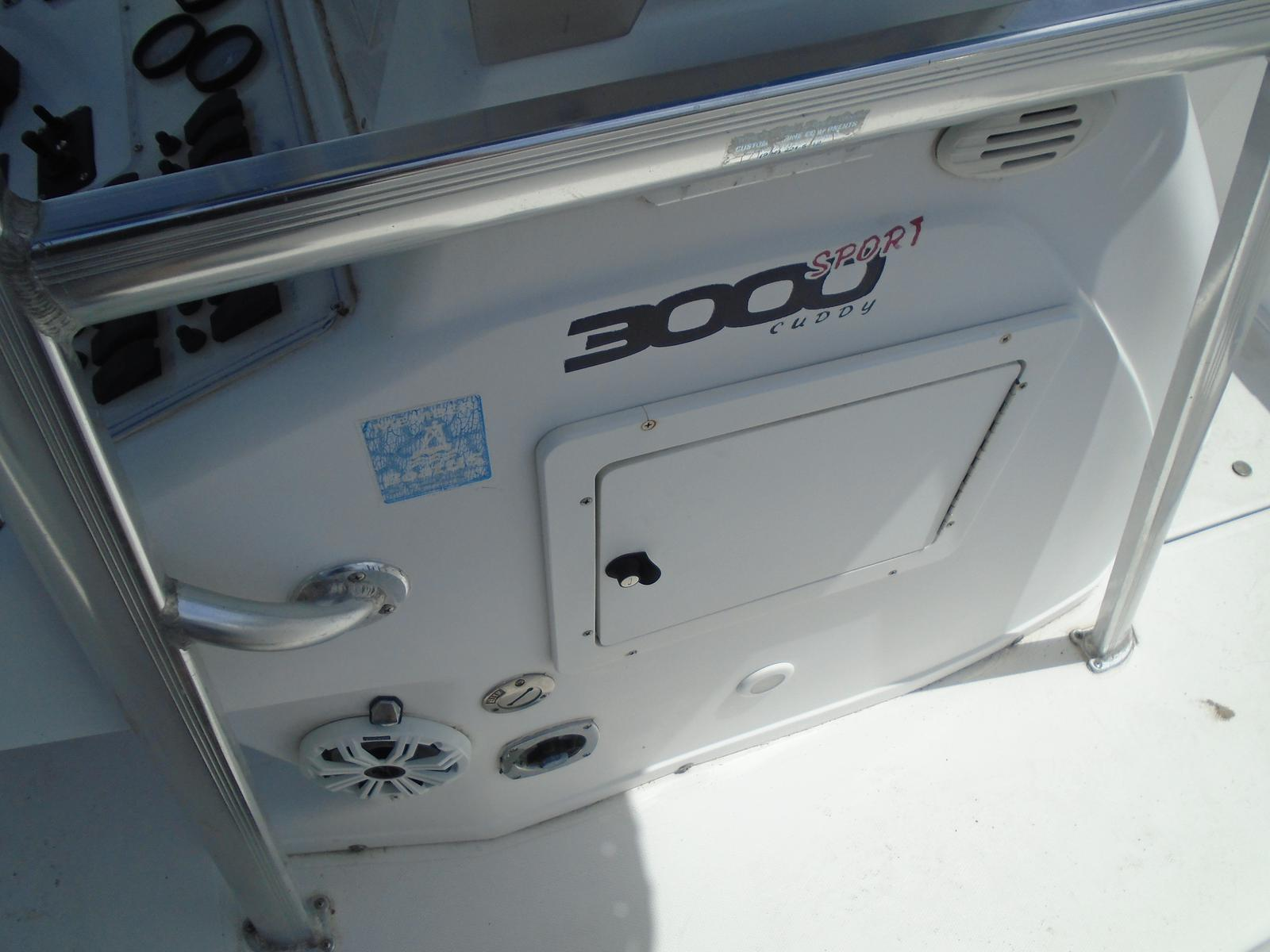 1999 Pro-Line boat for sale, model of the boat is 3000 Sport Cuddy & Image # 6 of 13