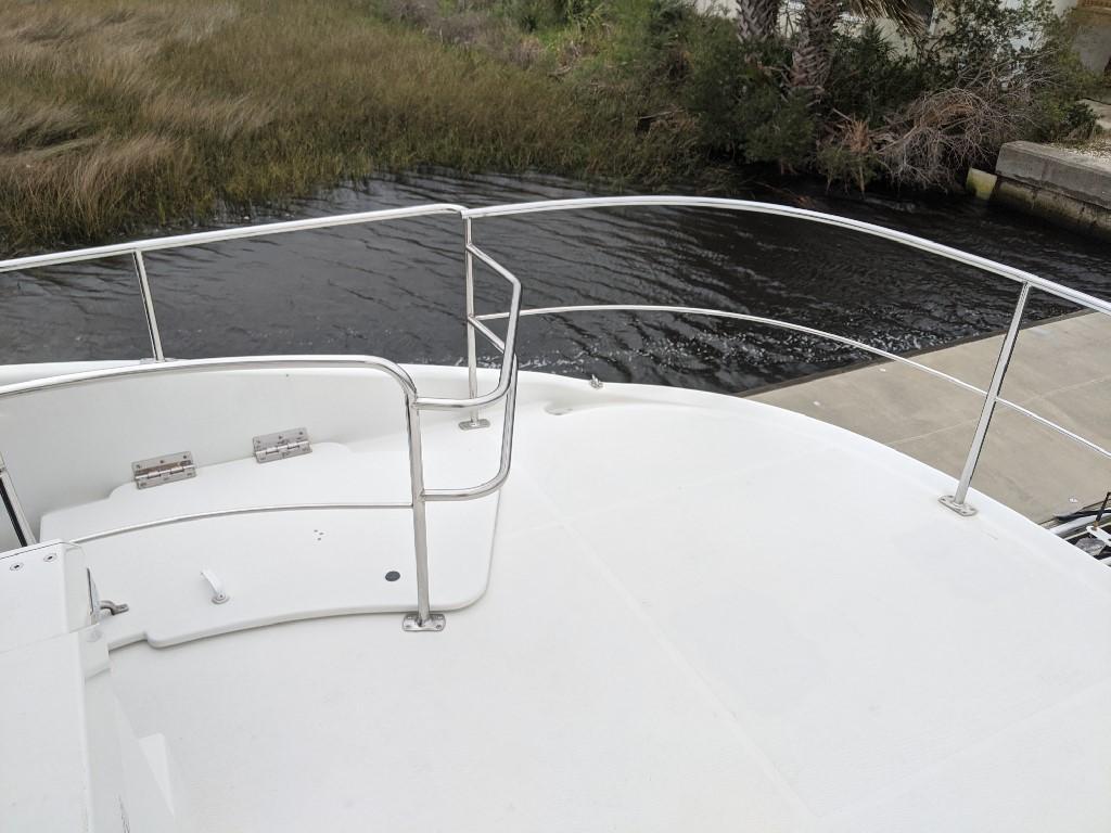 Carver 56 Voyager SE - Aft Deck Railing