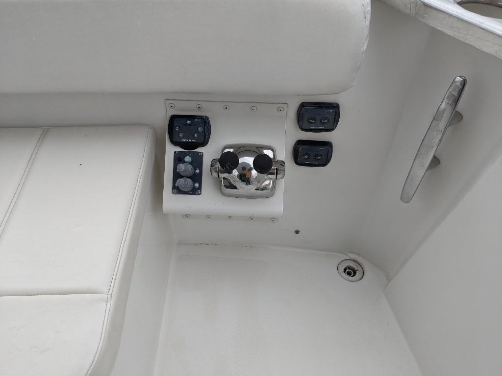 Carver 56 Voyager SE - Cockpit Controls