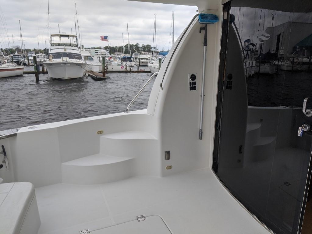 Carver 56 Voyager SE - Cockpit to Port