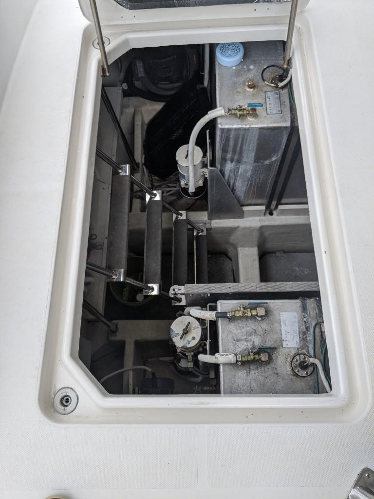 Carver 56 Voyager SE - Engine Room Access