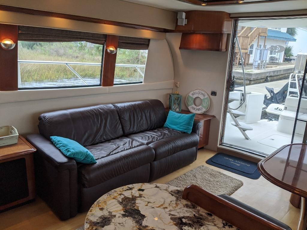 Carver 56 Voyager SE - Salon Settee