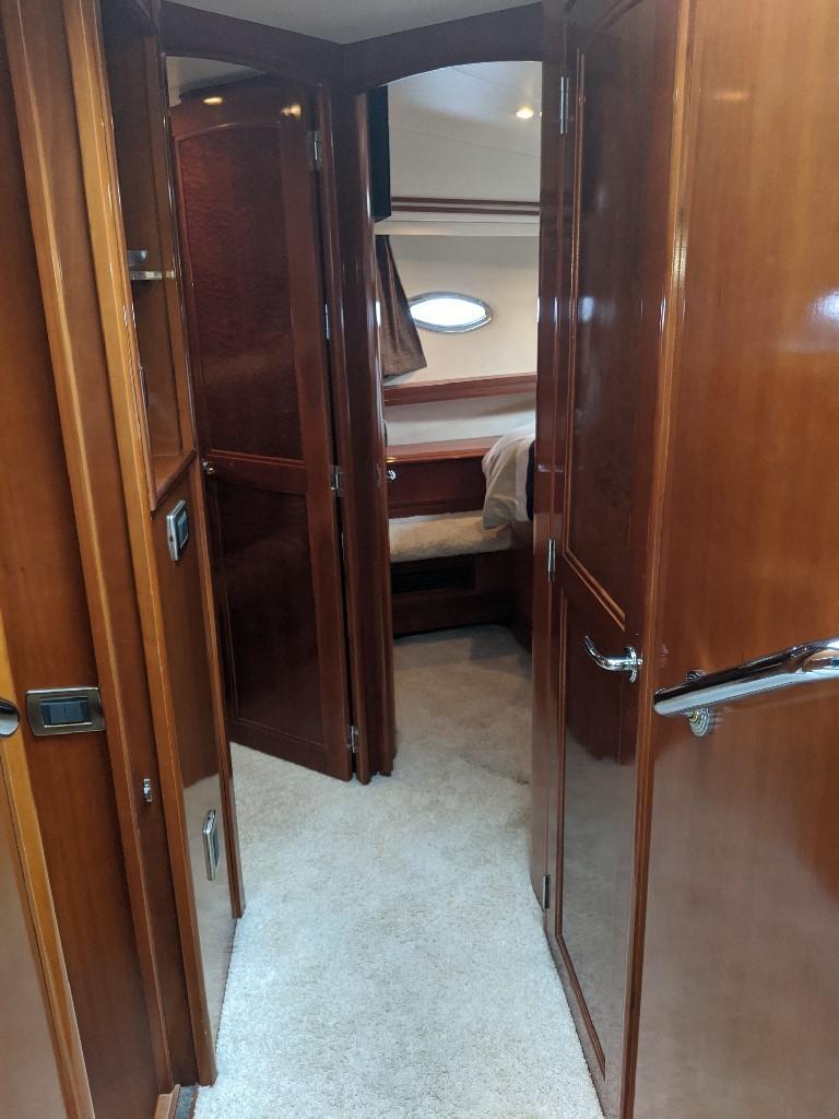 Carver 56 Voyager SE - Hallway