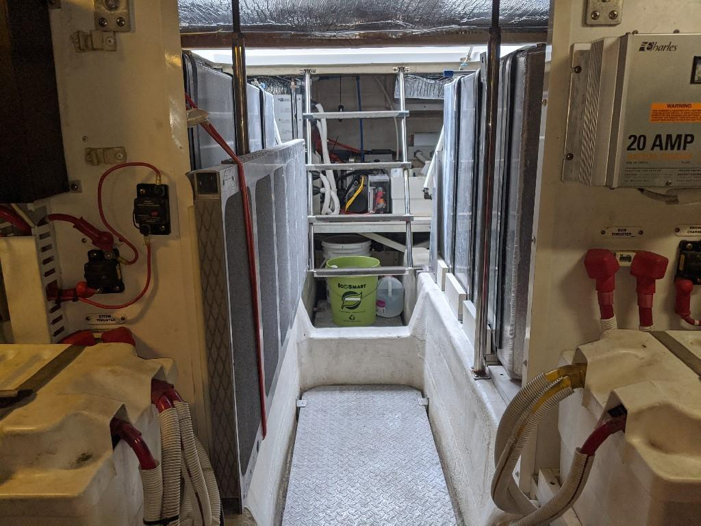 Carver 56 Voyager SE - Engine Room Aft