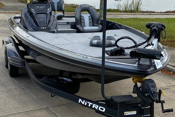 2021 Nitro boat for sale, model of the boat is Z21 & Image # 4 of 70