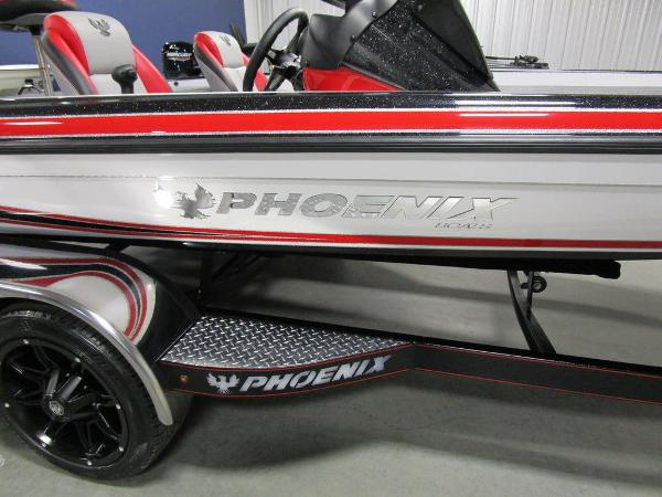 2021 Phoenix boat for sale, model of the boat is 920 Elite & Image # 27 of 58
