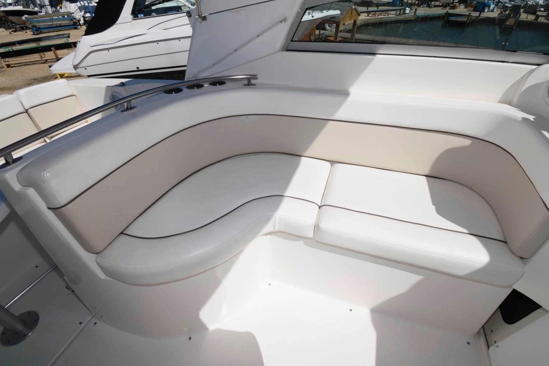 M 6045 WT Knot 10 Yacht Sales
