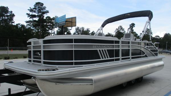 2021 Bennington boat for sale, model of the boat is 22 LSB & Image # 2 of 47