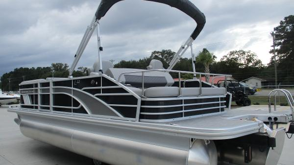 2021 Bennington boat for sale, model of the boat is 22 LSB & Image # 6 of 47