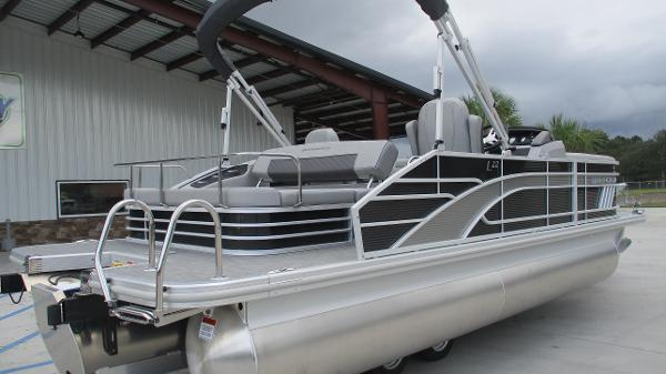 2021 Bennington boat for sale, model of the boat is 22 LSB & Image # 5 of 47
