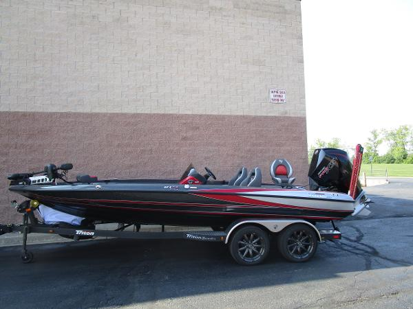 2020 Triton boat for sale, model of the boat is 21 TRX & Image # 1 of 15