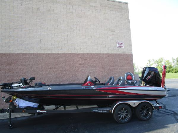 2020 Triton boat for sale, model of the boat is 21 TRX & Image # 13 of 15