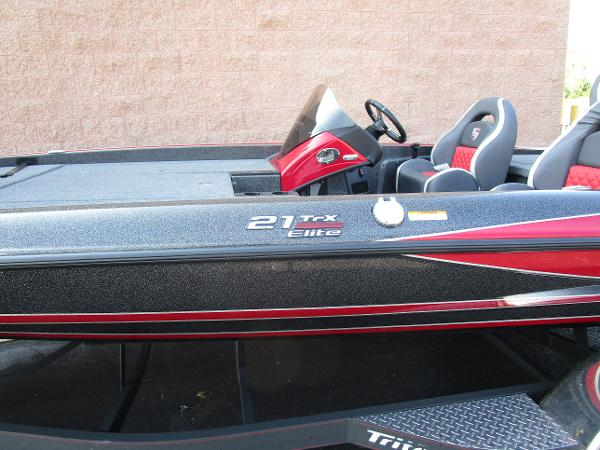 2020 Triton boat for sale, model of the boat is 21 TRX & Image # 2 of 15