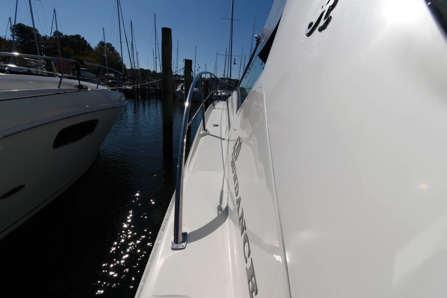 M 5829 TW Knot 10 Yacht Sales