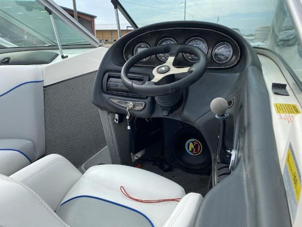 2004 Centurion boat for sale, model of the boat is T5 & Image # 4 of 8