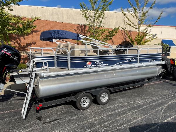 2021 Sun Tracker boat for sale, model of the boat is SF22 & Image # 1 of 16