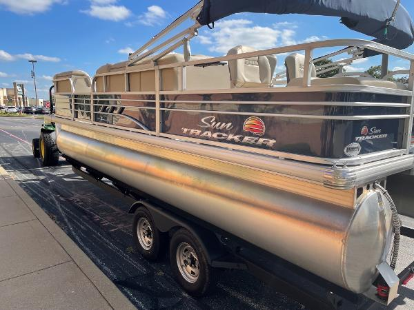 2021 Sun Tracker boat for sale, model of the boat is SF22 & Image # 2 of 16