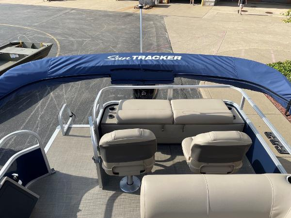 2021 Sun Tracker boat for sale, model of the boat is SF22 & Image # 6 of 16