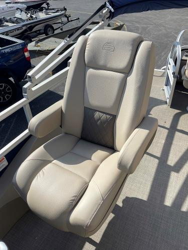 2021 Sun Tracker boat for sale, model of the boat is SF22 & Image # 10 of 16