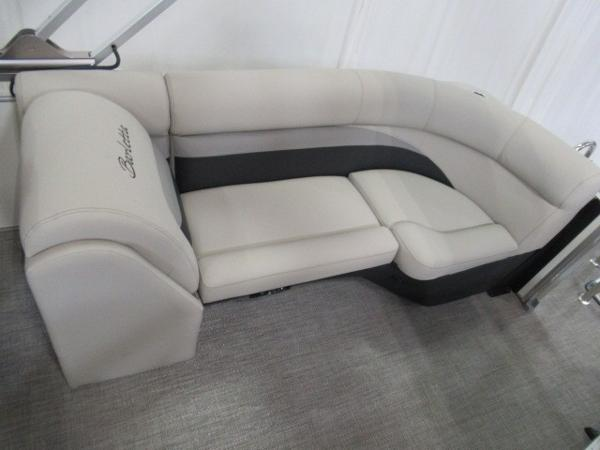 2020 Barletta boat for sale, model of the boat is C22QC & Image # 3 of 13