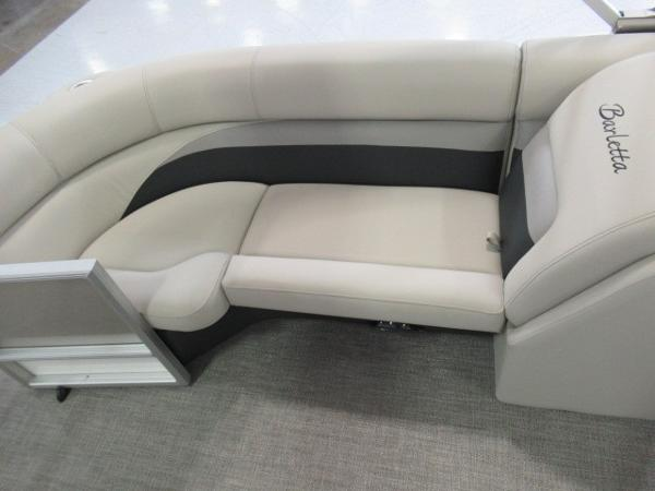 2020 Barletta boat for sale, model of the boat is C22QC & Image # 4 of 13