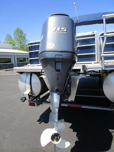 2012 Forest River boat for sale, model of the boat is Berkshire 231 RFC & Image # 5 of 20