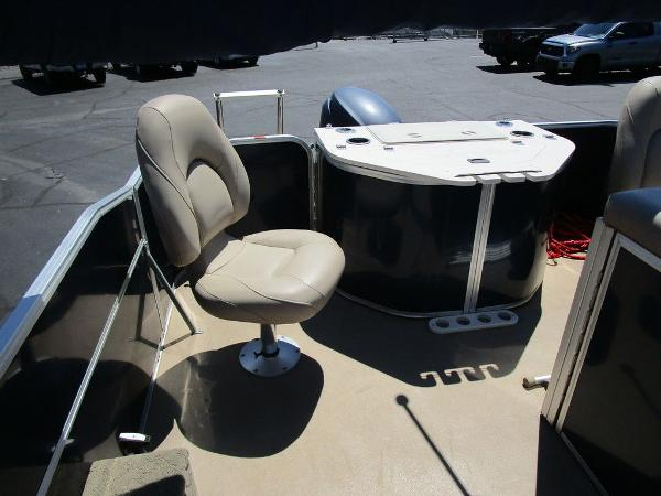 2012 Forest River boat for sale, model of the boat is Berkshire 231 RFC & Image # 18 of 20