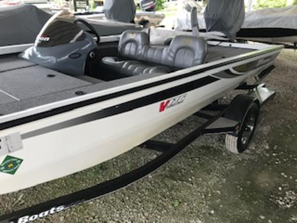2003 Triton boat for sale, model of the boat is V176 Magnum & Image # 2 of 10