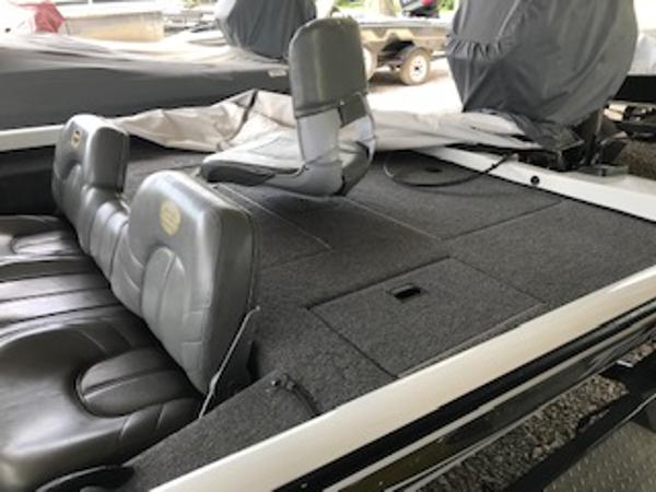 2003 Triton boat for sale, model of the boat is V176 Magnum & Image # 5 of 10