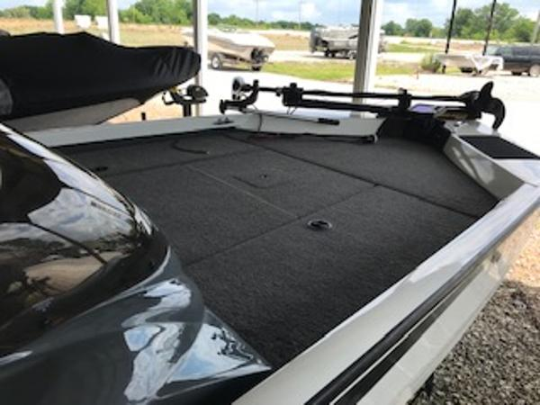 2003 Triton boat for sale, model of the boat is V176 Magnum & Image # 9 of 10