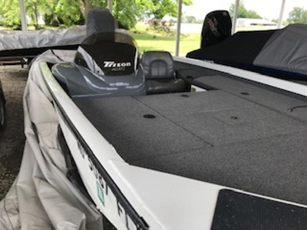 2003 Triton boat for sale, model of the boat is V176 Magnum & Image # 10 of 10