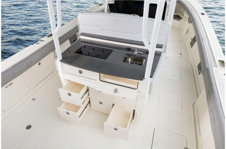 2021 Mako boat for sale, model of the boat is 414 CC & Image # 14 of 31