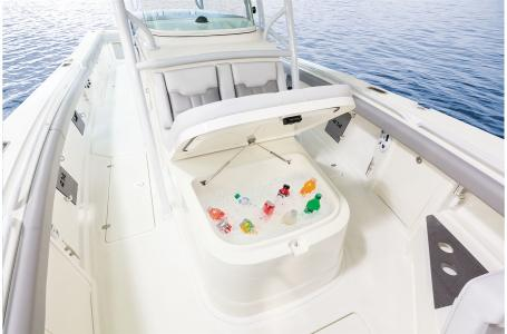 2021 Mako boat for sale, model of the boat is 414 CC & Image # 28 of 31