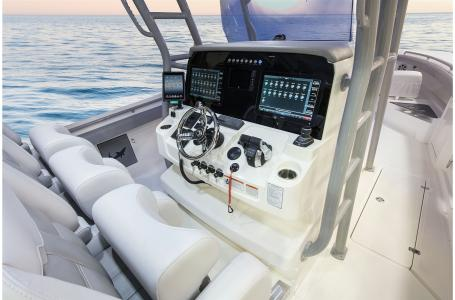2021 Mako boat for sale, model of the boat is 414 CC & Image # 6 of 31