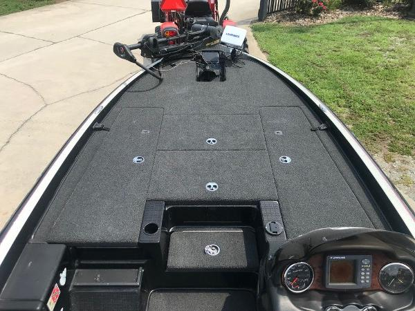 2006 Triton boat for sale, model of the boat is TR20X & Image # 7 of 12