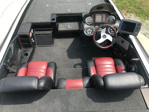 2006 Triton boat for sale, model of the boat is TR20X & Image # 5 of 12