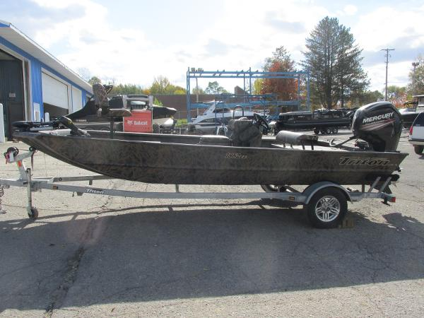 2019 Triton boat for sale, model of the boat is 1862 CC & Image # 2 of 26