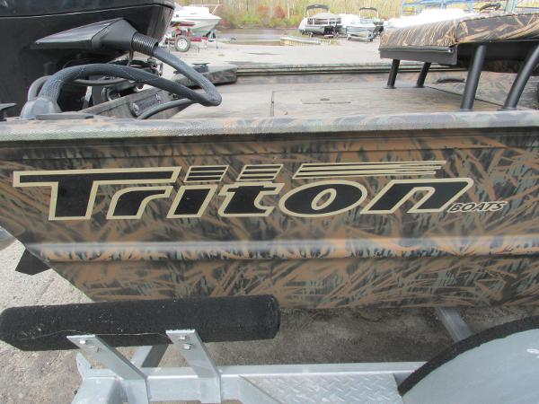 2019 Triton boat for sale, model of the boat is 1862 CC & Image # 25 of 26