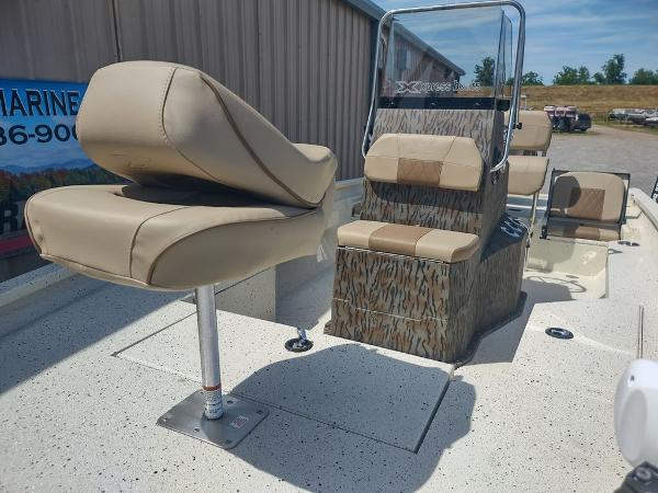 2021 Xpress boat for sale, model of the boat is H20B & Image # 3 of 12