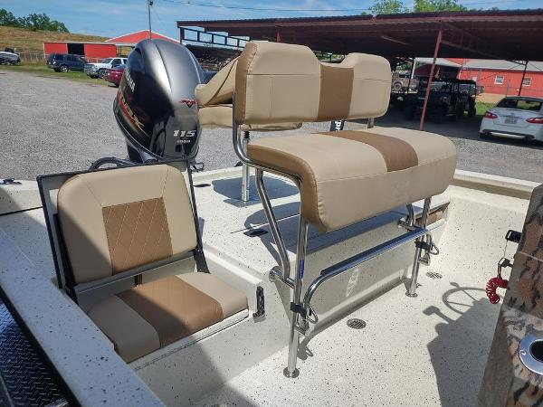 2021 Xpress boat for sale, model of the boat is H20B & Image # 7 of 12